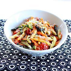 Colorful veggie pasta salad - recipe from Roxanashomebaking.com