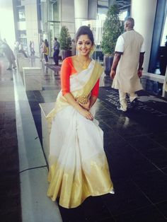 Traditional saree from Kerala, India. Indian Attire, Indian Ethnic Wear, Red Indian, Indian Style, India Fashion, Asian Fashion, Women's Fashion, Saree Fashion, Ethnic Fashion