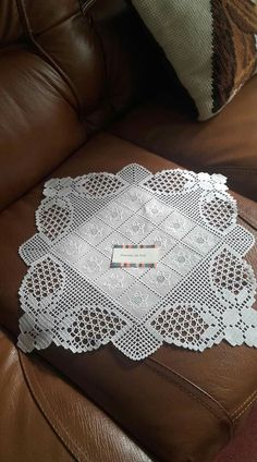 Hardanger Crochet patchwork cover with hearts Crochet Tablecloth, Crochet Doilies, Crochet Lace, Crochet Stitches, Crochet Patterns, Diy Bracelets Embroidery Thread, Advanced Embroidery, Bruges Lace, Fillet Crochet