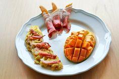 Omlet z szynką - Przepis na klasyczny omlet z szynką | Omlet with ham and mago http://www.codogara.pl/8279/omlet-z-szynka/