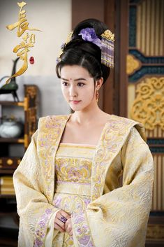 Traditional Chinese, Traditional Outfits, Film China, Chinese Emperor, Chinese Clothing, Ancient China, Chinese Culture, Hanfu, China Fashion