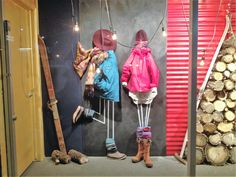 #visualmerchandising #vm #windowdisplays #retail #retaildesigns #sportenthusiast #ski #skishop #chalk #chalkboard #creative #chalkart #art