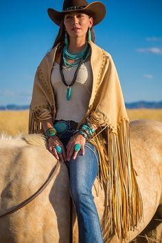 Gorgeous deerskin leather cape or shawl. Wraps as a leather skirt. Long handcut fringe, beautiful colors in fawn, chocolate, or smoke. Country Wear, Country Fashion, Country Girls, Boho Fashion, Fashion Outfits, Cowgirl Fashion, Country Women, Gypsy Cowgirl, Cowgirl Style