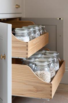 Swan neck drawers that are hidden behind what looks like a regular double cupboard door. The drawers slide out to reveal a tidy way to store a multitude of different items. Depending on the area of the kitchen and what you like to cook most swan neck drawers are ideal to be used as baking storage, pots and pans, tableware, even food. #humphreymunsonblog #kitchenstorage
