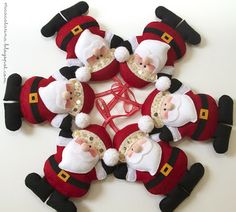 Felt Santa-all the felt crafts on this blog are works of art!