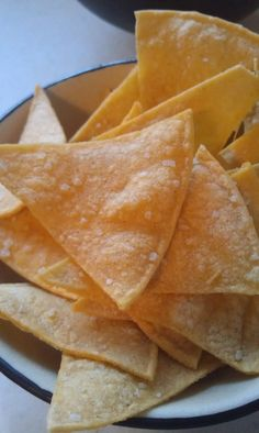 Fresh Baked Tortilla Chips ~ How to Make Crunchy Tortilla Chips at Home, this is awesome I stopped fried foods a few months back and I sure missed my homemade tortilla chips. How To Make Tortillas, Homemade Tortillas, Corn Tortillas, Homemade Tortilla Chips Baked, Best Tortilla Chips, Flour Tortilla Chips, Tortilla Recipe, Appetizer Recipes, Snack Recipes