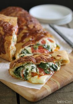 Spinach, cheese and pepperoni stuffed bread recipe Serves 4-6 Ingredients: 1 package store-bought refrigerated pizza dough 2 cups chopped baby spinach 1 ½ cups shredded mozzarella, plus extra for topping 8 ounces fresh mozzarella, thinly sliced 4 ounces pepperoni slices