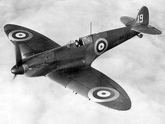 A Supermarine Spitfire Mk.I of 19 Squadron. 19 Squadron flew out of Duxford during the Battle of Britain and were the first squadron the fly the Spitfire. Ww2 Aircraft, Fighter Aircraft, Military Aircraft, Air Fighter, Fighter Jets, A Brilliant Mind, War Tattoo, The Spitfires, Aviation Image