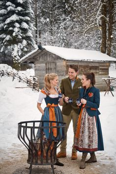 Medieval Dress, Medieval Clothing, Old Fashion Dresses, Fashion Outfits, Dirndl Dress, Winter Looks, Couture, Indian Dresses, Traditional Dresses