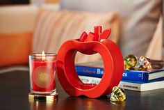 Collection exclusive Jonathan Adler for PartyLite® Jonathan Adler, Candle Companies, Beautiful Candles, Fragrance, New York, The Incredibles, Apple, House Styles, Home Decor
