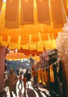 Marrakech, neighbourhood of Mouassine. Wool dyers,1977