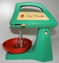 How fun would it be if Kitchenaid made a replica for grown ups?....Vintage Suzy Homemaker child's cake mixer