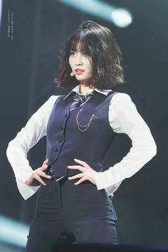 twice ♡ momo K Pop, Kpop Girl Groups, Korean Girl Groups, Kpop Girls, Nayeon, Momo Hot, Prom Tuxedo, Female Tuxedo Prom, Color Rubio
