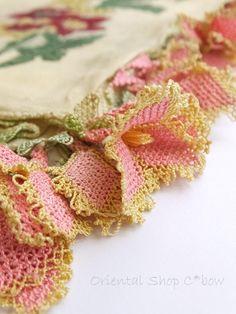 コレクションオヤスカーフ* * **** * ** ** ***イズミール県北部のベルガマにあるコザックのアンティークオヤスカーフ。現在は出回っていない希少なオヤスカーフです。平らになっていますが立体…