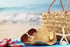sofiaworld-summer-beach-bag-with-straw-hat-towel-sunglasses-and-flip-flops-on-sandy-beach.jpg (473×315)