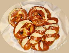 Katica konyhája: Egyszerü bajor perec, rúd vagy copf Rum, French Toast, Bread, Breakfast, Minden, Food, Drinks, Google, Morning Coffee