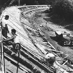 A piece of motorsport history - Monza's iconic banking under construction. 1922 Monza banking under construction Le Mans, F1 Racing, Road Racing, Grand Prix, Race In America, Formula 1 Car, Vintage Race Car, Indy Cars, Vintage Motorcycles