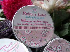 Bálsamos labiales para bodas, totalmente personalizados y hechos a mano. Cosmética natural en tu gran día.  Natural hand made lip balms www.lapompaquerie.com #weddings #gift #balsamoslabiales #jabones #soaps