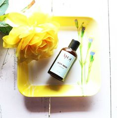 Serene sparkle ayca jasmine body wash. A really hydrating body wash for dry skin in winters. It has pure, clean jasmine scent and will leave your skin feeling super smooth.
