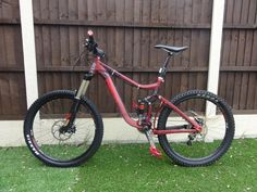 Giant Reign 1 Full Suspension Mountain Bike 2012 up for grabs