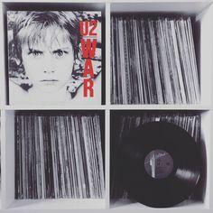This is a war I can approve of #nowspinning #u2 #war #album #1983 #vinyl #lp #rock #postpunk #record #albumart #albumcover #bono #adamclayton #theedge #larrymullenjr #stevelillywhite #coverart #recordcollector #recordcollection #vinyligclub #vinyljunkie #vinylcollection #vinyladdict #vinylgen_feature #instavinyl #u2vinylskauen by vinylskauen