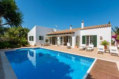 Una villa con piscina per sentirsi come a casa ~ A villa with swimming pool to feel at home ~ Una villa con piscina para sentirse como en casa #CasaBonitaMenorca #BedandBreakfast #Minorca