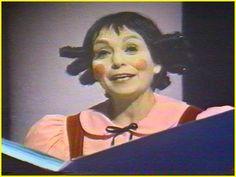 Pauvre Fanfreluche...elle avait de drôles d'idées parfois...mais elle était tellement agréable à regarder quand elle entrait dans l'histoire de son livre. Elle vivait son livre...le bonheur.