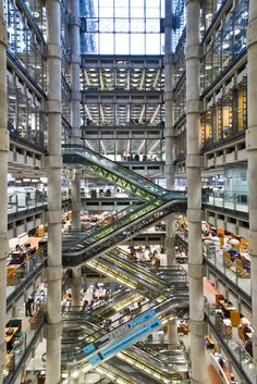 Lloyd's Building London. Image Wikipedia Creative Commons Amazing Architecture – 9 Stunning Buildings Around The World. http://www.justaplatform.com/amazing-architecture/