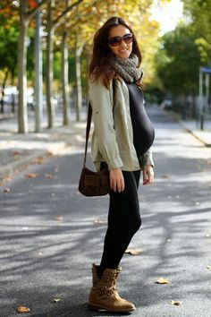 Pregnant Street Style Outfits So Chic You'll Want to Recreate Them Even If You're Not Expecting - New mom - Schwanger Pregnancy Looks, Pregnancy Outfits, Pregnancy Style, Pregnancy Fashion, Fall Pregnancy, Pregnancy Photos, Pregnancy Period, Maternity Outfits, Fall Maternity