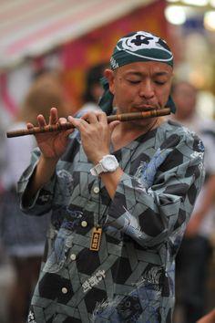 Flute player, Yoshiwara Gion Matsuri in Shizuoka Prefecture's Fuji City Traditional Literature, Human Poses Reference, Supernatural Beings, Shizuoka, Folk Music, Popular Music, Asian Men, Fuji, New Art
