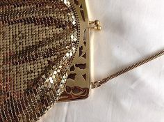 1950-039-s-Vintage-Gold-Coloured-Chain-Mail-Metal-Evening-Bag