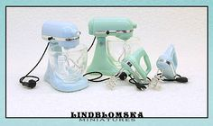 Tabletop mixer in seafoam color for your dollhouse by Lindblomska Seafoam Color, Miniature Dollhouse, Mixers, Sea Foam, Tabletop, Scale, Unique Jewelry, Handmade Gifts, Etsy