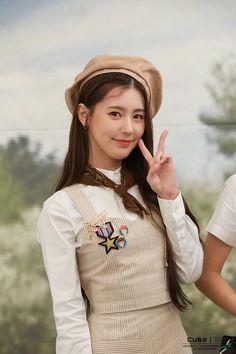 behind the scenes of 2020 seasons greetings Girl With Hat, My Girl, South Korean Girls, Korean Girl Groups, Soo Jin, Fandom, Soyeon, Beauty Full Girl, Kpop Girls