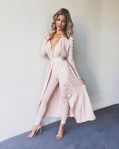 How beautiful is this outfit?! Pink is my fav 💕@_misscircle_