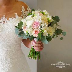 Wymarzony bukiet ślubny Panny Młodej w kolorze pudrowego różu z bielą Girls Dresses, Flower Girl Dresses, Floral Wreath, Wreaths, Wedding Dresses, Flowers, Fashion, Moda, Dresses For Girls