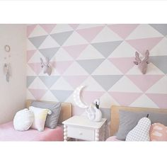 Love, love, love the colours @milka_interiors is using in her twins' amazing new room! Our 50cm Jumbo Triangles in Light Pink & Light Grey creating the perfect faux wallpaper effect. That's right - the feature wall is removable individual triangle decals and not traditional wallpaper