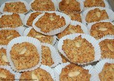 Receita Arrepiados de Amêndoa (Algarve)   Doces Regionais Old Recipes, Sweet Recipes, Cake Recipes, Dessert Recipes, Portuguese Desserts, Portuguese Recipes, Portuguese Food, Algarve, Fries In The Oven