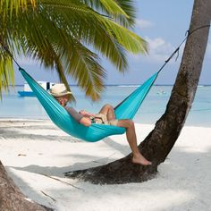 Colibri single travel hammock is a lightweight hammock made of soft, breathable parachute silk.