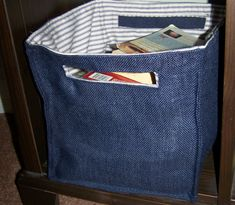 Recycled Jeans as your fancy organizer - Earth-Friendly MommaAs our favorite jeans or denims torn out, we normally h …Reuse old jeans for making storage containers Diy Jeans, Jean Crafts, Denim Crafts, Recycling, Denim Ideas, Recycled Denim, Denim Bag, Organizer, Purses And Bags