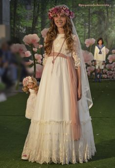 Cute Flower Girl Dresses, Little Girl Dresses, Girls Dresses, Communion Solennelle, Communion Dresses, Robes De Confirmation, Girls Christening Dress, Girl Outfits, Cute Outfits