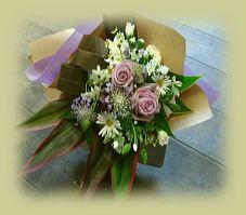 花ギフトのプレゼント【BFM】  紫のバラを使った 落ち着いた花束です。 http://www.basketflowermarkets.com