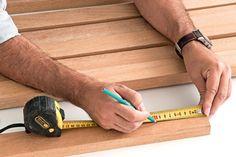 Brinque de Gepeto e faça sua cabeceira: aprenda a fazer uma cabeceira de ripas de madeira que está no quarto de casal da capa da MINHA CASA