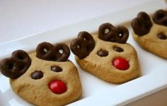Cute Christmas cookies-doesn't seem to be a site linked to. Cookies look easy enough to make though.