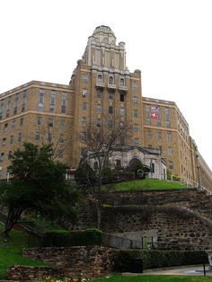Old Army Navy Hospital, Now the State of Arkansas Department of Rehabilitation, Hot Springs National Park, Arkansas by Ken Lund, via Flickr