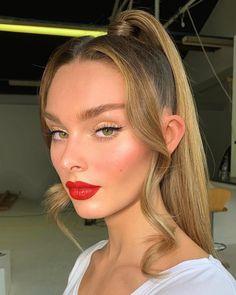 Makeup Looks For Blondes Classic Simple Makeup, Natural Makeup, Soft Makeup, Natural Hair, Glam Makeup, Hair Makeup, Red Lipstick Makeup Blonde, Gorgeous Hair Color, Pretty Hair