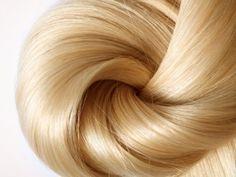 Рецепт №2. Приобрести раствор Димексида в аптеке. Взять касторовое или репейное масло (также их можно смешать в пропорции 1:1). Добавить по 1 ч ложке витамина Е и Димексида. Необходимо нанести маску от корней (массируя их) до самых кончиков волос и подождать 1 час, утеплив голову целлофановым пакетом.