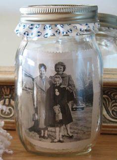 Making a memory jar doesn't have to be tedious. Here's a simple DIY craft idea for creating a sweet keepsake. Mason Jar Photo, Mason Jars, Bottles And Jars, Mason Jar Crafts, Photo Craft, Diy Photo, Photo Ideas, Jar Art, Creation Deco