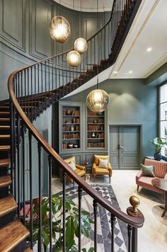 Today I'm sharing the stunning interior design of The Hoxton Hotel Paris and showing you how to recreate the Parisian style in your own home. Source by Design Hotel, House Design, Design Design, Design Trends, Paris Hotels, Corredor Do Hotel, Casa Hotel, Hotel Spa, Hotel Hallway