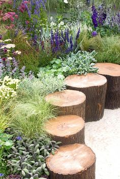 100 garden edging ideas that will inspire you to spruce up your yard 01 stunning small cottage garden ideas for backyard landscaping Small Cottage Garden Ideas, Unique Garden, Garden Cottage, Backyard Cottage, Back Garden Ideas, Garden Ideas With Stones, Garden Ideas With Logs, Creative Garden Ideas, Garden Design Ideas