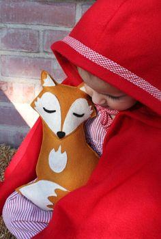 Wald Critters - Sleepy Fox mit Pine Cone - Eco-Friendly-Woodland Tier